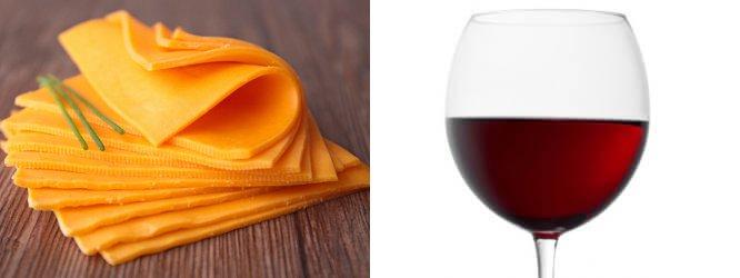 Cheddar plátky; Merlot Vin De Pays D'Oc
