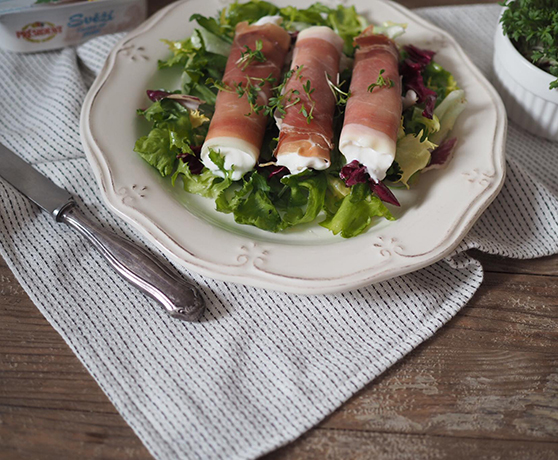 Lehký salát s prosciutto rolkami