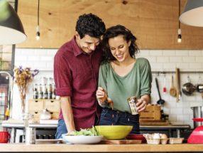 Proč jsou páry, které jí společně, šťastnější?
